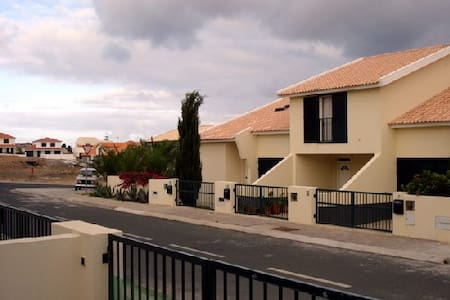 Casa T3 com jardim e churrasqueira. - Campo De Cima - วิลล่า