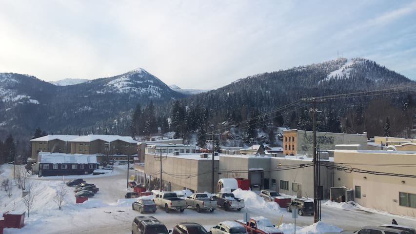Cozy mountain view room heart of Rossland, 1 of 2r - Rossland - House