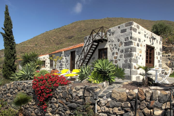 Picturesque finca with idyllic mountain landscapes
