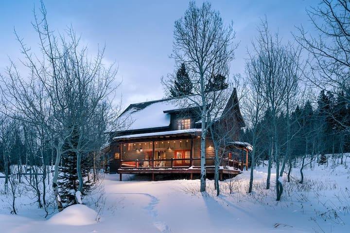 West of West  -  Super kitchen, huge deck, comfortably sleeps eight