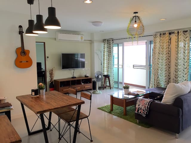2BR in 121 sqm Condo  MRT, Airport,ImpactExibition