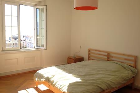 Chambre avec vue à 5 minutes de la gare - Lausanne - Apartment