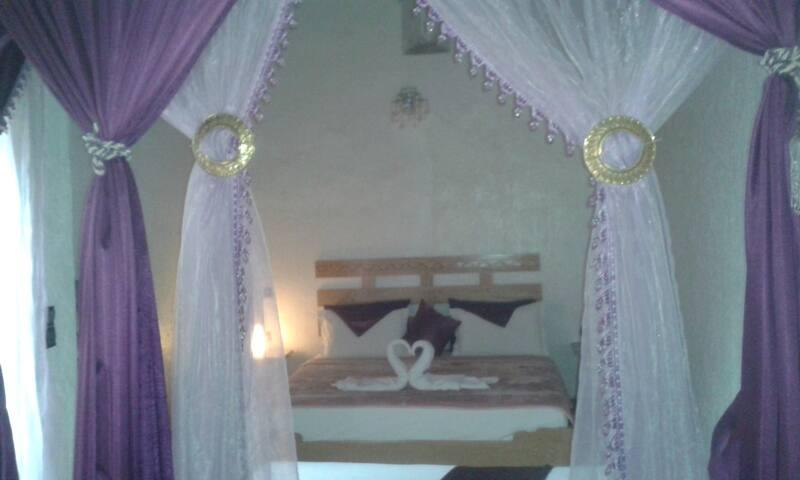 Mouna Suite in Riad Azrou