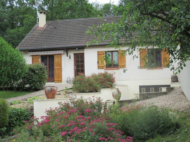 Maison agréable confort bien situé - Saint-Amand-en-Puisaye - Dom