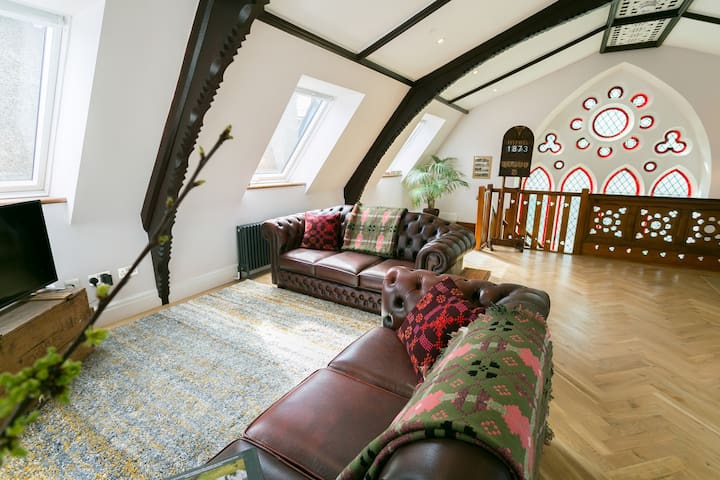 Sleeps 6 in Unique  Chapel, Llanberis Snowdonia