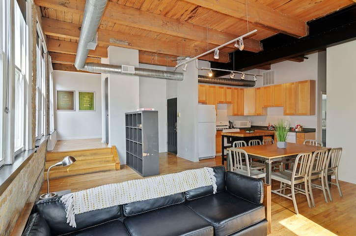 Heart of Wicker Park Light Filled Wonder Loft