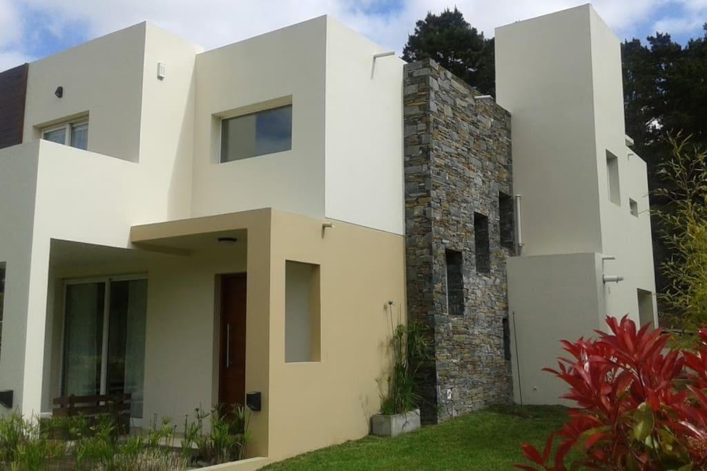 Moderna Casa Apta 2 Familias Grupos Casas En Alquiler En