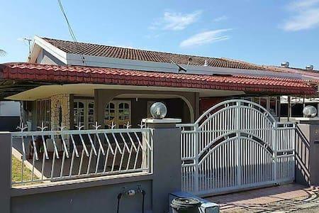 靠近江沙市区,火车站.环境清幽,舒适。 - Kuala Kangsar, Perak, MY - 独立屋