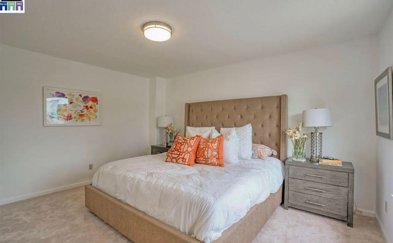 Single Private Room Queen size bed