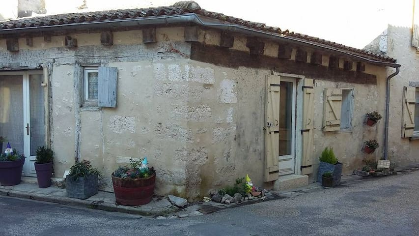 Maison de village dans le Périgord. - Issigeac - Adosado
