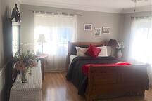 Queen bed, 2 sunrise facing windows, hardwood floor, Mirror