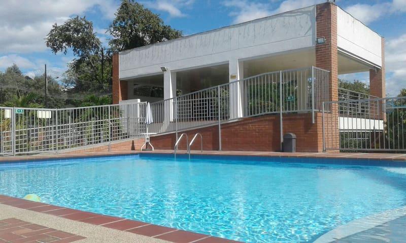 habitación y  piscina / Room and swimming pool - Neiva - House