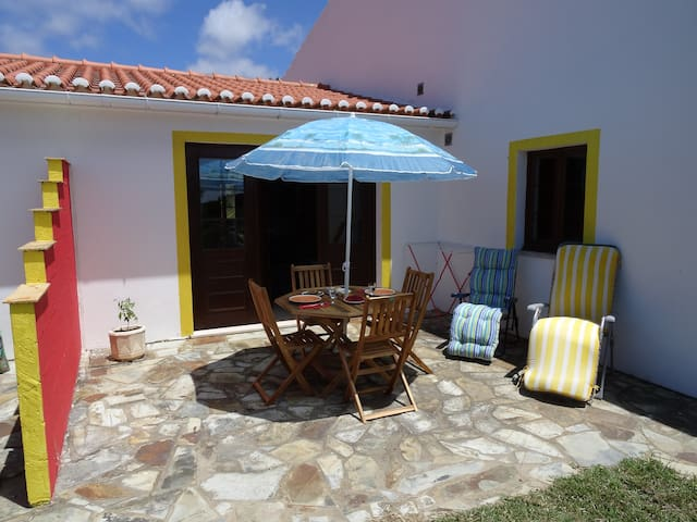 Studio apartment in a quiet location - Aljezur - Apartment