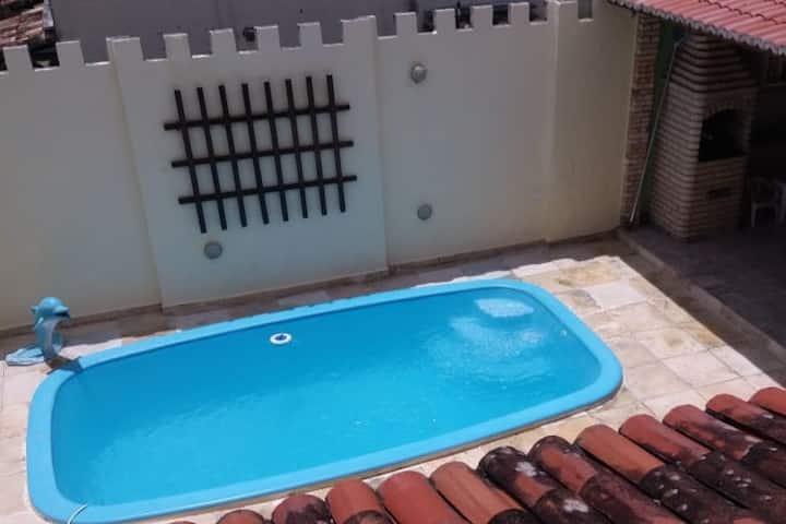 Lindo sobrado com piscina  para até 10 hóspedes.