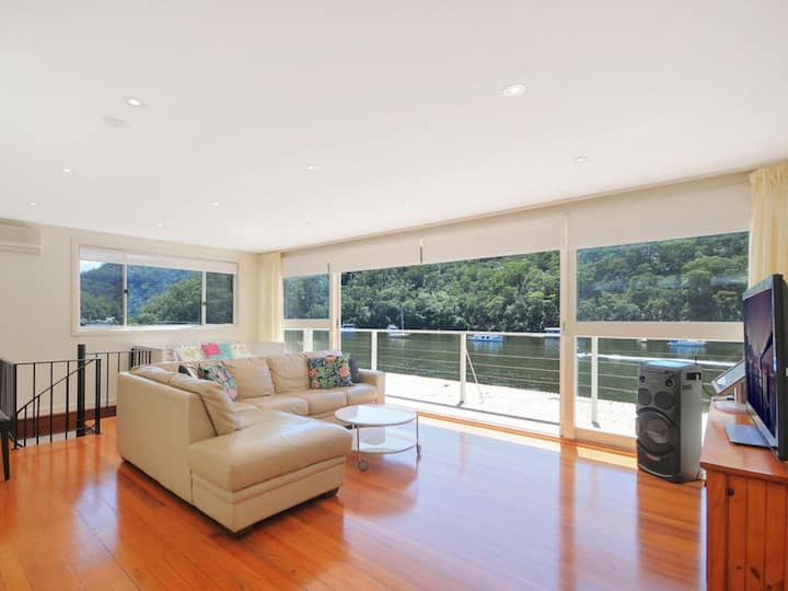 Berowra waters (water front house)
