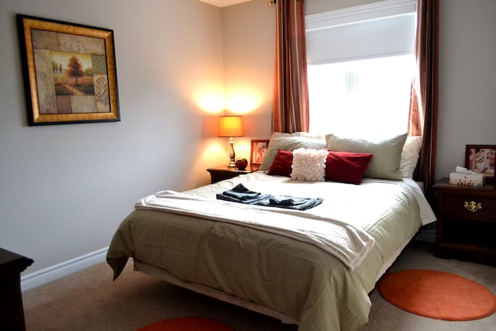 Cedar room (Married couples/females)  Free Parking
