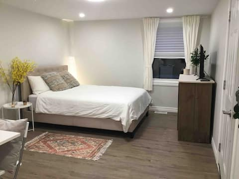 Lovely bachelor apartment down town harriston