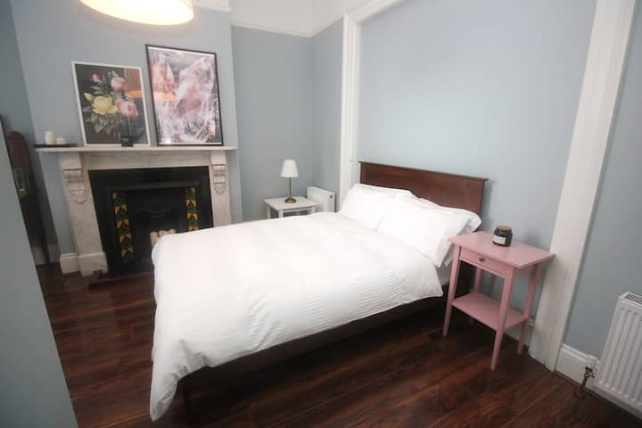 Private room and En-suite, Central Townhouse