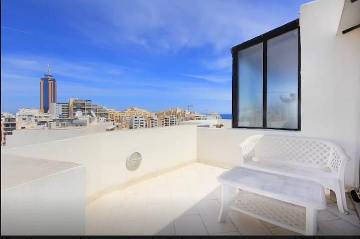 St julians modern penthouse near the sea