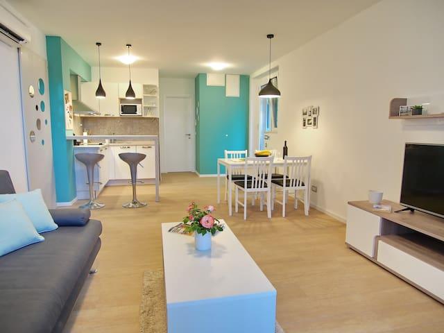 Pink Oleander apartment (terrace / free parking)