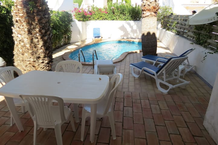 Townhouse with pleasant pool - Almancil - Haus