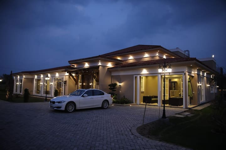1 Bed Luxury Resort with Pool Farm house 7000sft