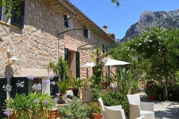 Mallorcan house + garden close to soller plaza