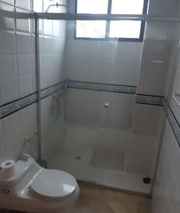 Alquilo habitación muy confortable y seguro .