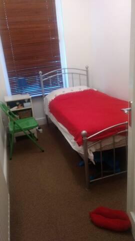 Single Room in Barons Court / West Kensington
