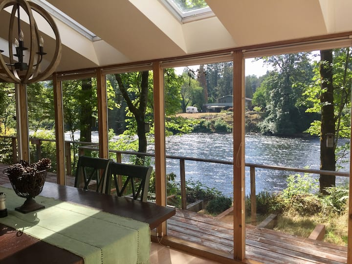Relaxing house on Santiam River