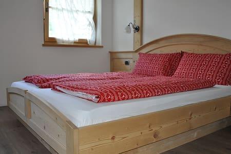 double room in farmhouse - Predazzo - Bed & Breakfast