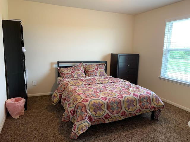 Comfortable Private Bedroom (Females only)