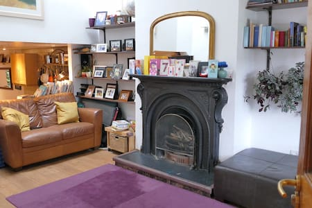 Two bedroom, terraced suburban cottage - Rathmines