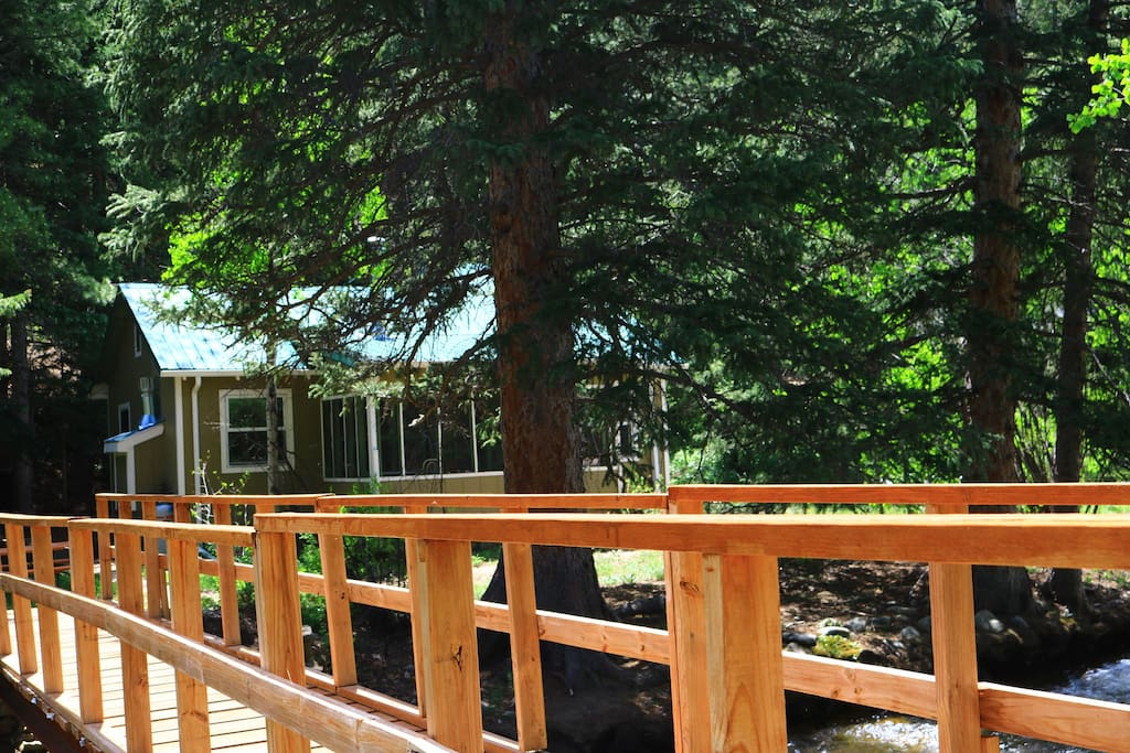 Parking | space for 2 cars maximum,  take the footbridge to your mountain cottage retreat