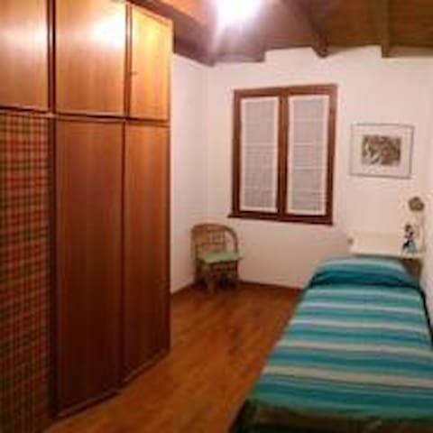 Camera singola con bagno esterno pr - Teglio - Appartement