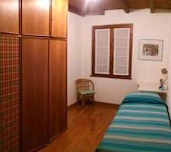 Camera singola con bagno esterno pr - Teglio - Wohnung