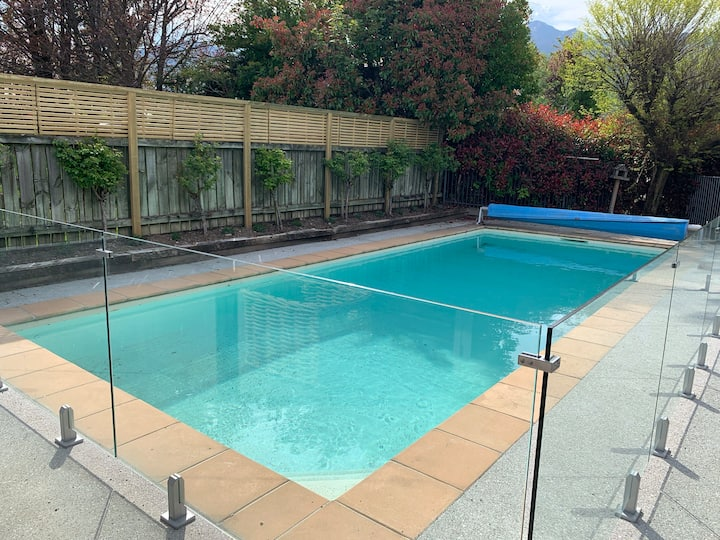 New sunny self-contained flat with pool access