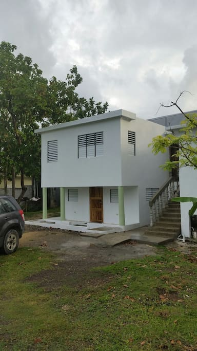 Downstairs apartment with private veranda. Room with small kitchen,  fridge, stove, microwave, own bathroom and double bed.