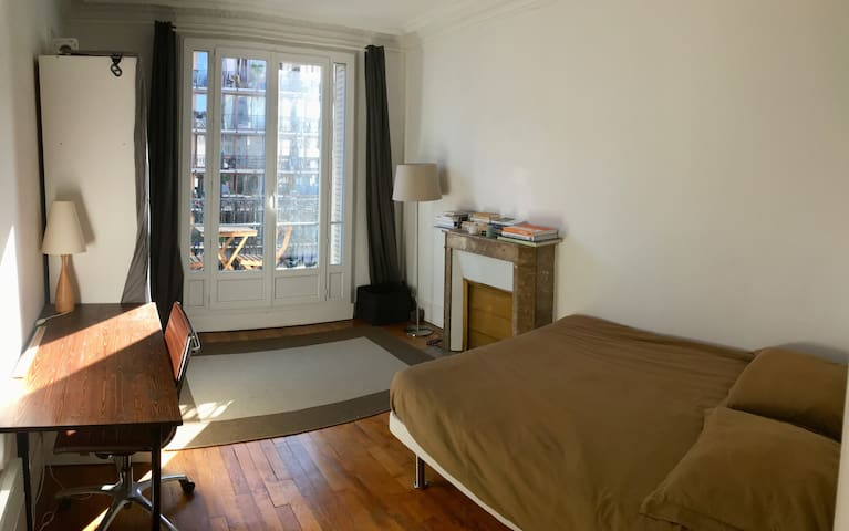 Lovely room near Eiffel Tower | River Seine