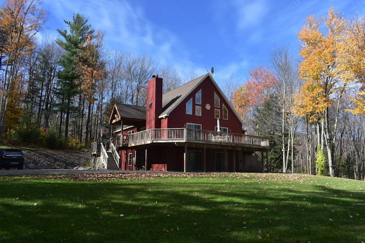 Charming & Private Catskill Chalet