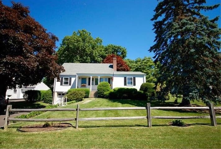 North Stamford Cape Style Country Retreat Cottages For
