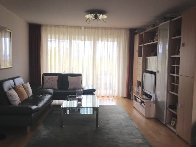 Bright double room near fair - Frankfurt - Bed & Breakfast