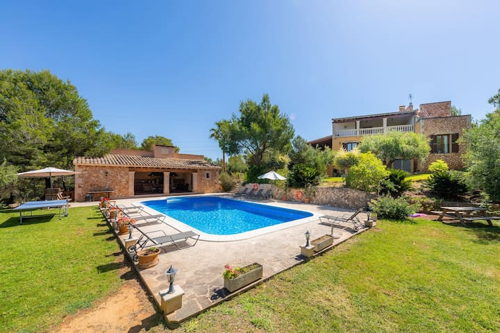 Secluded Country House with Pool, Terraces, Balcony, Garden & Wi-Fi; Parking Available