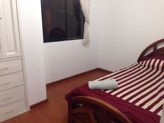 Quito: Private room (+private bathroom) Very Safe!
