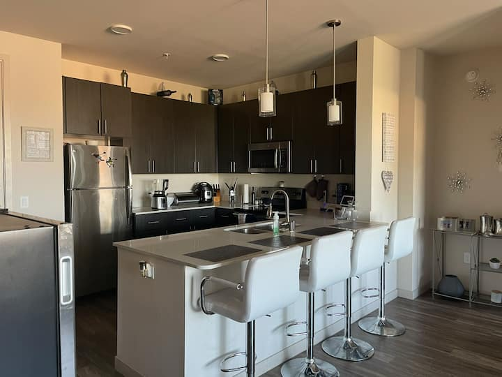 Private room- luxury Apartment-PHX-South Mountain