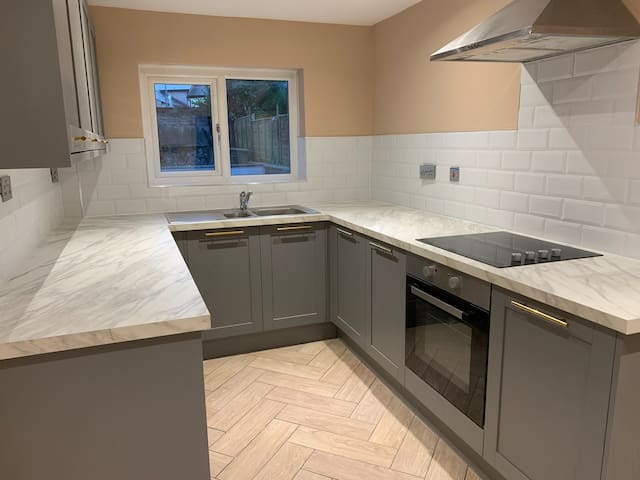 Newly renovated 3 bed house close to train station