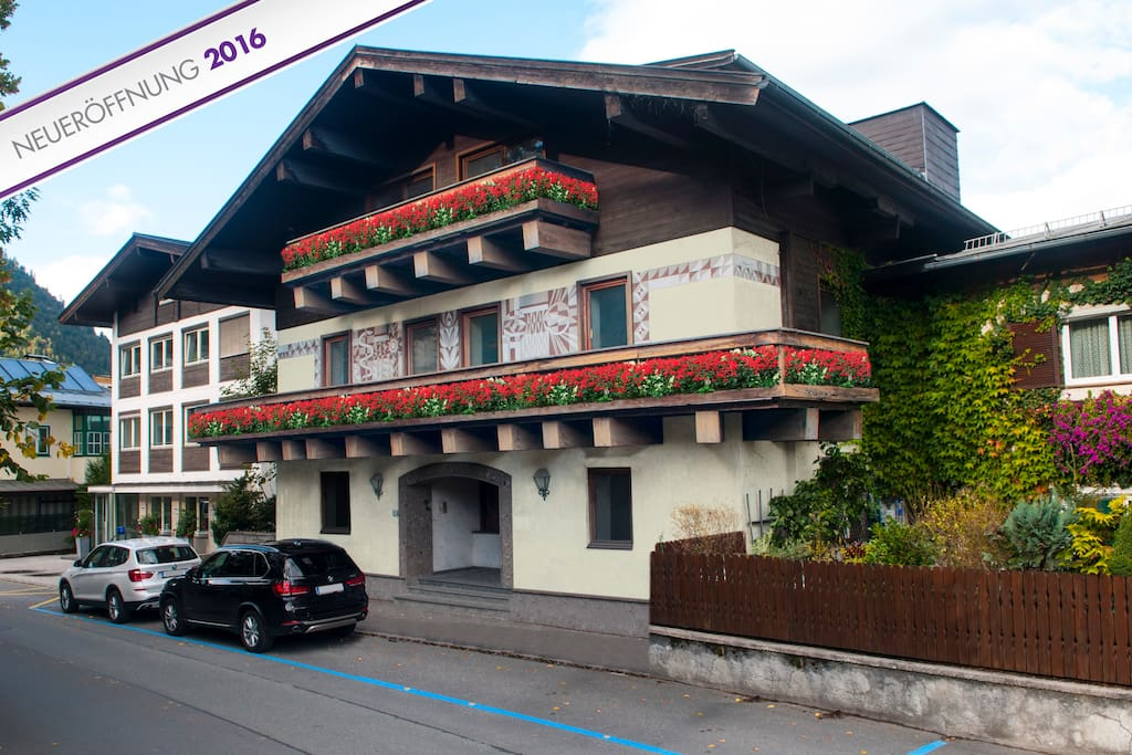 Pension max bed breakfast double bedroom chambres d for Designhotel zell am see living max