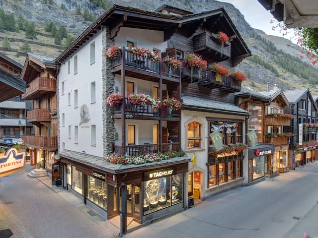 """Alpine Lodge"" Apartments - Zermatt - Huoneisto"