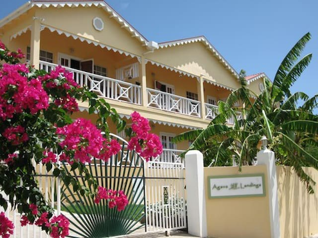 Agave Landings Beachside Two Bedroom Apartments - Saint Mary - Flat