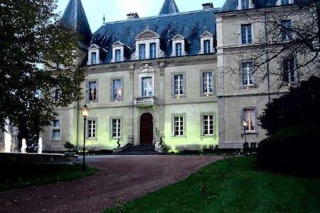 FRANCIA – CASTELLO DI CHAZEUIL - 16 PAX - Varennes-sur-Allier